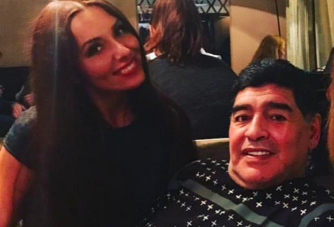 Maradona, junto a Katerina Nadolskaya, antes de lo sucedido.