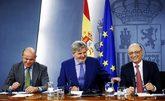 Luis de Guindos, Íñigo Méndez de Vigo y Cristóbal Montoro, ayer en...