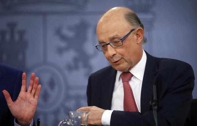 Cristóbal Montoro, ayer, durante la rueda de prensa posterior al consejo de ministros extraordinario.
