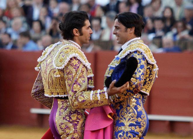 Cayetano brinda un toro a su hermano Francisco, la tarde en que éste se despide de Sevilla