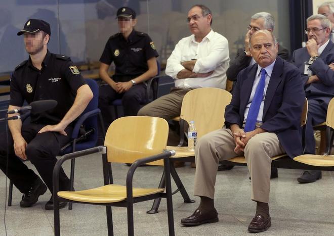 El ex presidente de la CEOE, Gerardo Díaz Ferrán, en primera fila,...