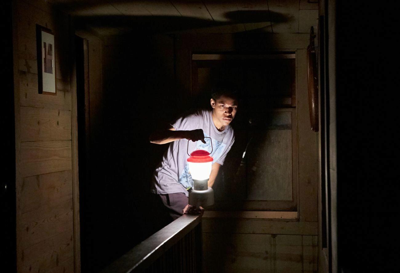Fotograma de la película 'Llega de noche'.