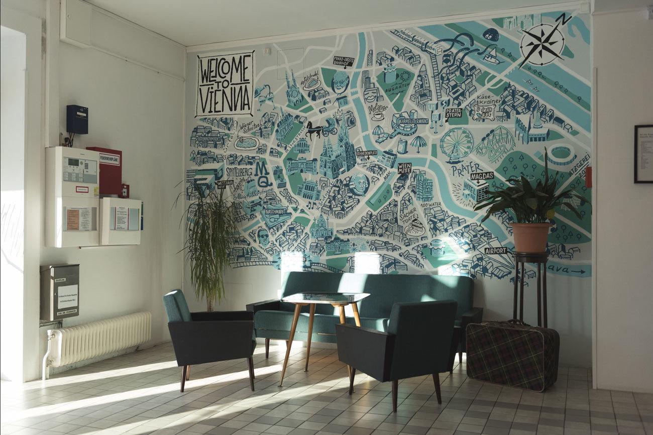 Este gran mapa de Viena decora una de las paredes del hall del hotel.
