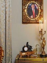 Aunque no es raro que en ciertos edificios haya fotos del presidente...