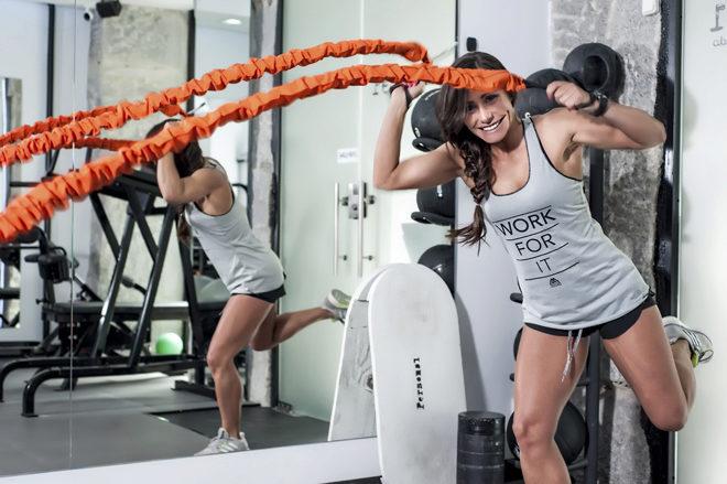 Alzar pesas ayuda adelgazar en