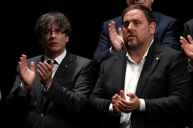El presidente de la Generalitat catalana, Carles Puigdemont y el vicepresidente Oriol Junqueras