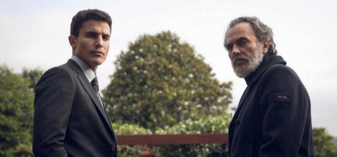 Álex González (izqa.) y José Coronado, protagonistas de la serie de...