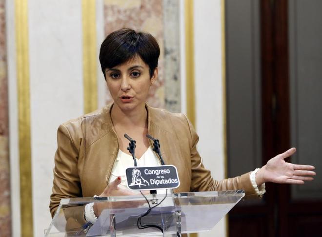 La diputada socialista Isabel Rodríguez, en rueda de prensa tras el...