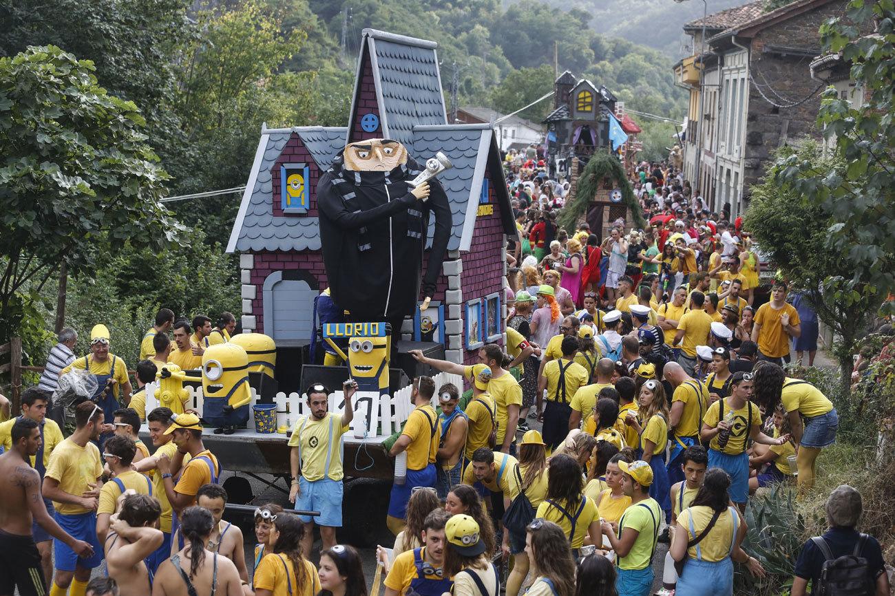 El primer Descenso Folklórico del Nalón se celebró por primera vez...