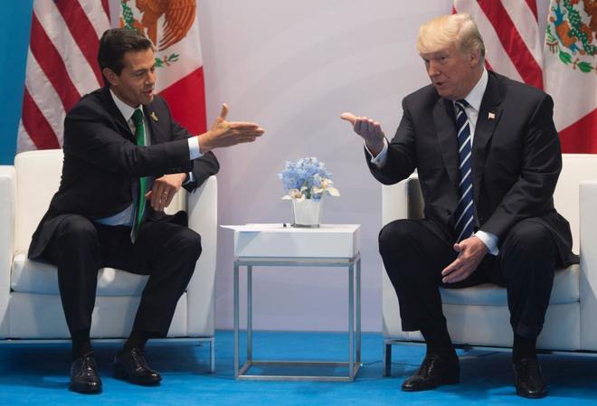 El presidente estadounidense, Donald Trump, y su homólogo mexicano, Enrique Peña Nieto, durante su reunión bilateral en  en el marco de la cumbre del G-20 en Hamburgo.