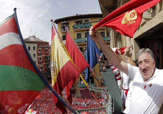 El alcalde de Pamplona, Joseba Asirón, en la balconada del...