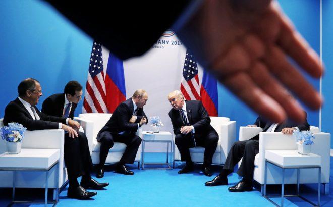 El presidente ruso, Vladimir Putin, y su homólogo estadounidense, Donald Trump, durante su encuentro bilateral.