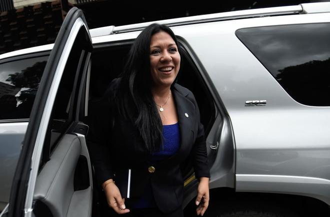 Expulsan a la vicefiscal chavista tras colarse en la fiscalía escondida en un maletero de un coche