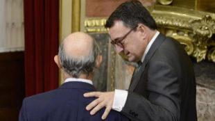 El portavoz del PNV, Aitor Esteban, junto al ministro de Hacienda,...