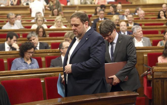 Oriol Junqueras y Carles Puigdemont, este miércoles en el Parlament.