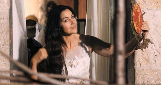 Monica Bellucci interpreta a Nevesta, una mujer que vive situaciones...