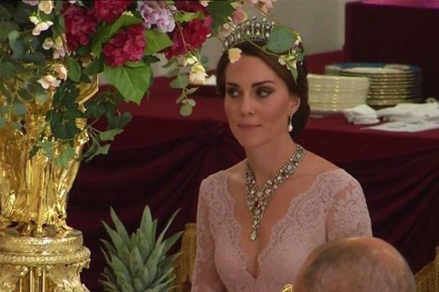 La duquesa de Cambridge durante la cena de gala en el Palacio de...
