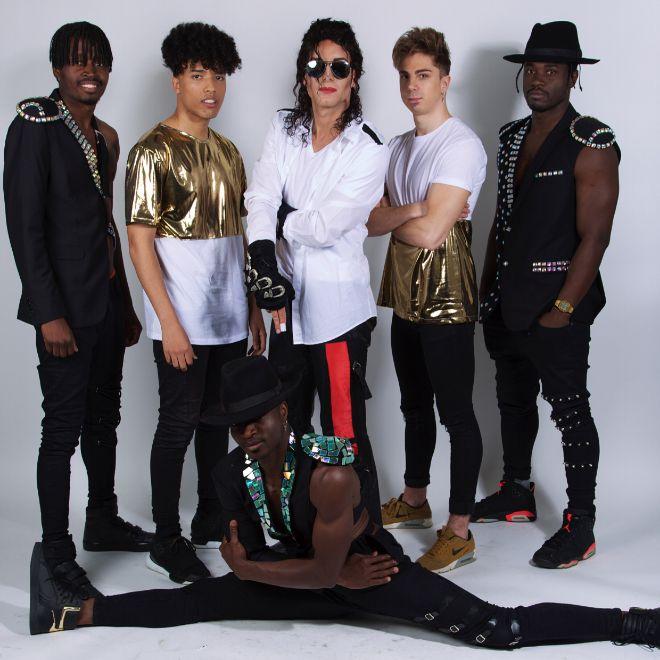 SacMJJ y su equipo de bailarines.