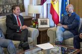 Emiliano García-Page, este jueves con el secretario general de...