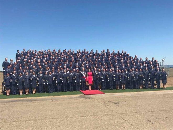 Cospedal, de color cereza, entre 219 sargentos.