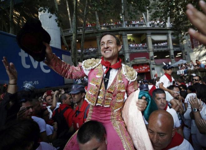 Rafaelillo abrió la Puerta del Encierro tras cortar una oreja a ambos toros de su lote
