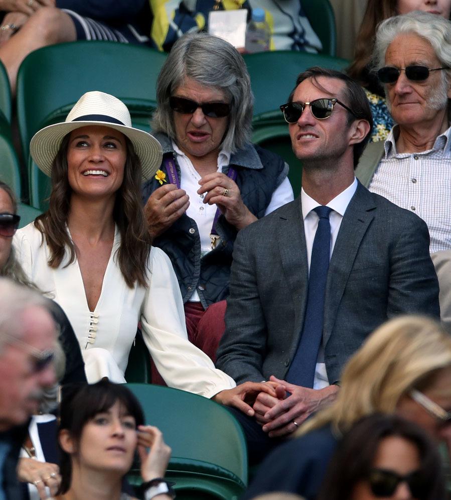 Pippa ha apostado por un vestido blanco de Étoile Isabel Marant, un...