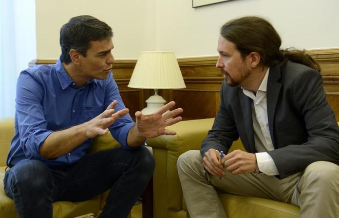 Pedro Sánchez y Pablo Iglesias, en el Congreso de los Diputados el...