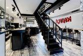 Aire industrial. Metal y madera se alían en este moderno espacio, en...