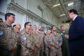 Mariano Rajoy junto a las tropas españolas en Estonia.