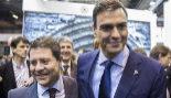 Pedro Sánchez junto al presidente de Castilla-La Mancha, Emiliano...