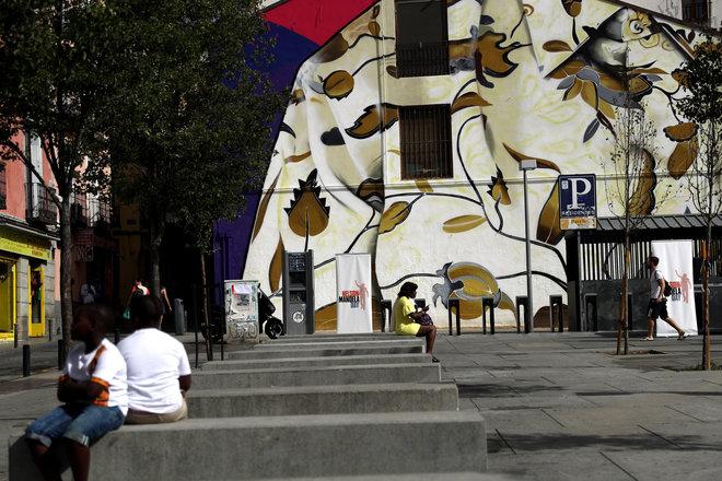 Mural en homenaje a Nelson Mandela, presentado hoy en el barrio de Lavapiés