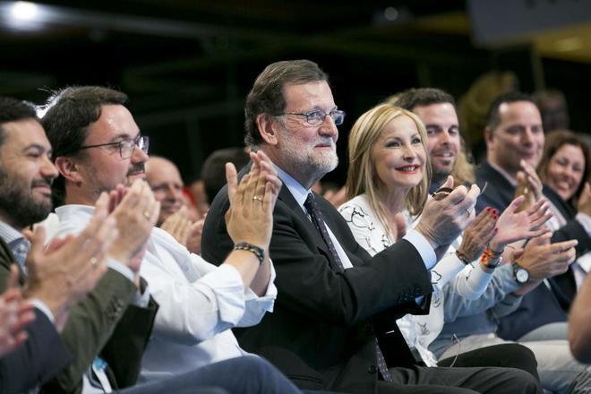 Mariano Rajoy en el IX Congreso del PP de Gran Canaria del pasado mes de mayo, junto a la presidenta del PP de Gran Canaria, María Australia Navarro