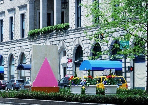 Una versión pequeña de las pinturas  escultóricas 'Morpho' de Lluís Lleó que             se          ha instalado en Park Avenue.