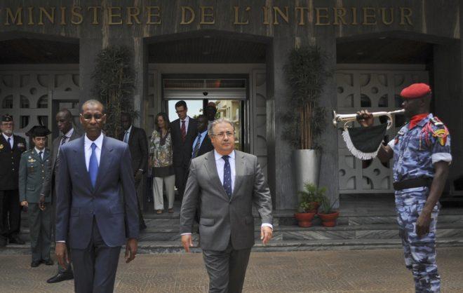El ministro del Interior, Juan Ignacio Zoido, y su homólogo...