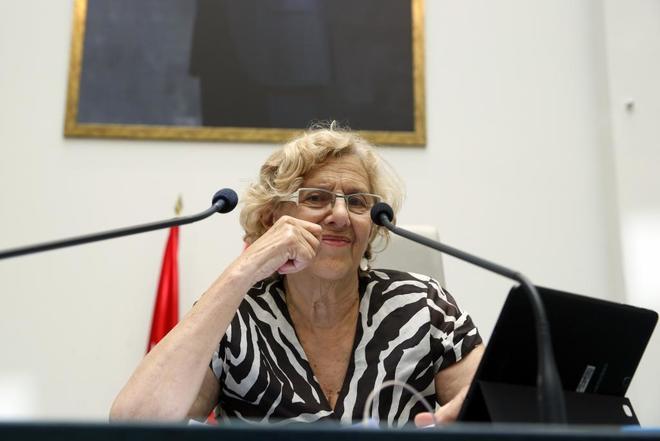 La alcaldesa de Madrid, Manuela Carmena, en el Pleno del Ayuntamiento.