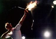 Antonio Rebollo lanza la flecha que encendería el pebetero, en los Juegos de Barcelona.