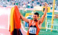 Antonio Peñalver celebra su medalla en los Juegos de Barcelona 1992.