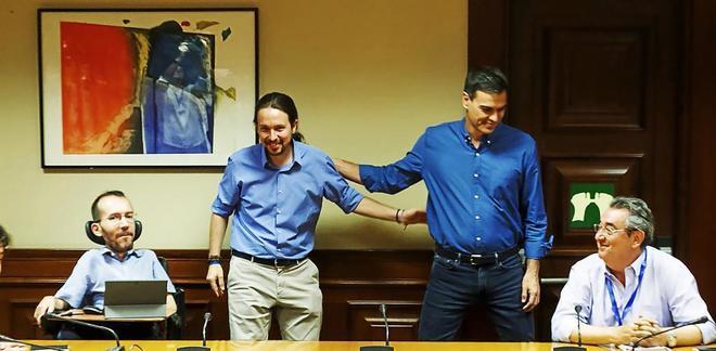 Pablo Iglesias y Pedro Sánchez, en su reunión del pasado lunes en el...