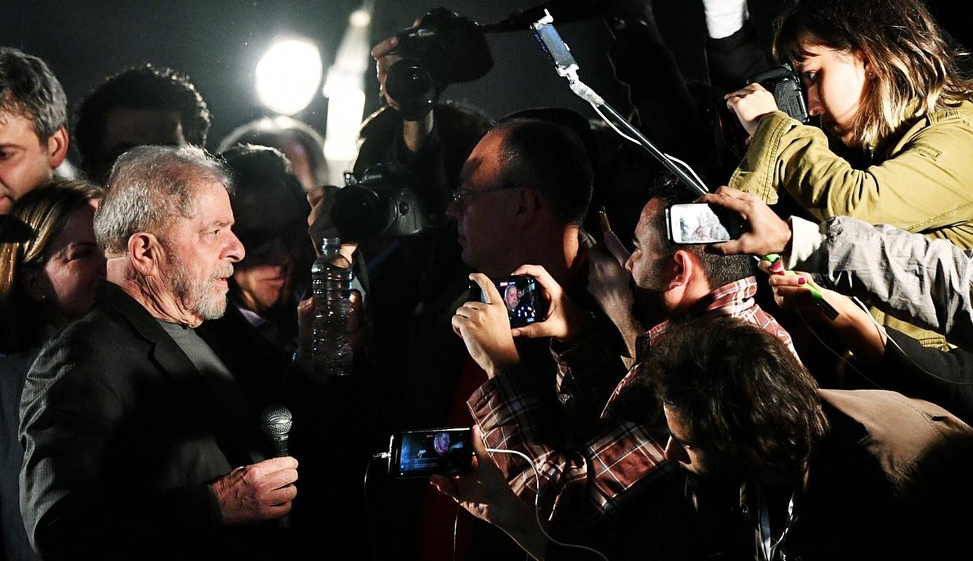 El ex presidente Lula da Silva asiste a una manifestación contra la reforma laboral de Michel Temer.