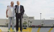 Fermín Cacho y Josep Miguel Abad en el estadio olímpico de Montjuic.