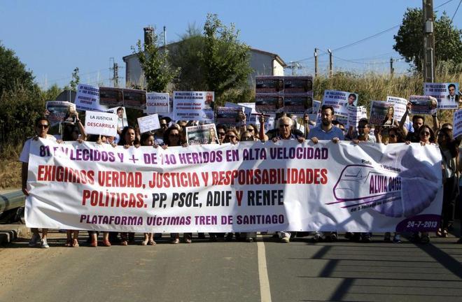 Acto en Angrois en recuerdo de las víctimas del tren Alvia que descarriló en 2013.