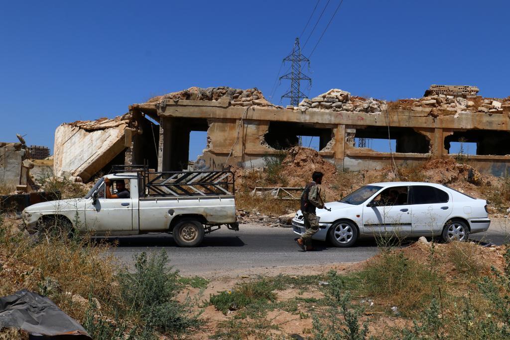 Miembros de la coalición 'Jaish al Fateh'  en un control en la ciudad de Idlib.
