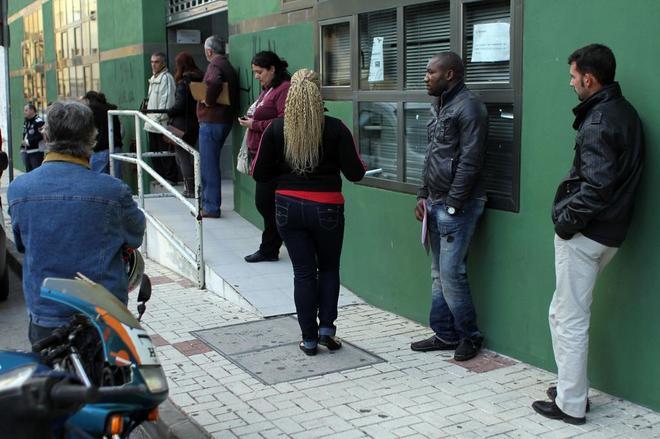 Desempleo y limpieza cuestiones que m s preocupan a los for Oficina de desempleo malaga