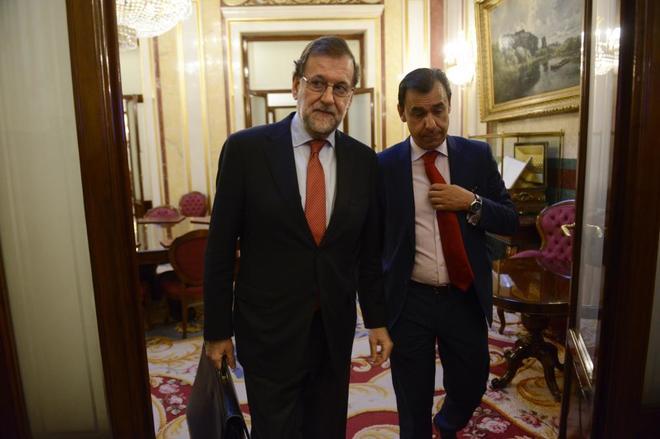 El presidente del Gobierno, Mariano Rajoy, y el coordinador general...