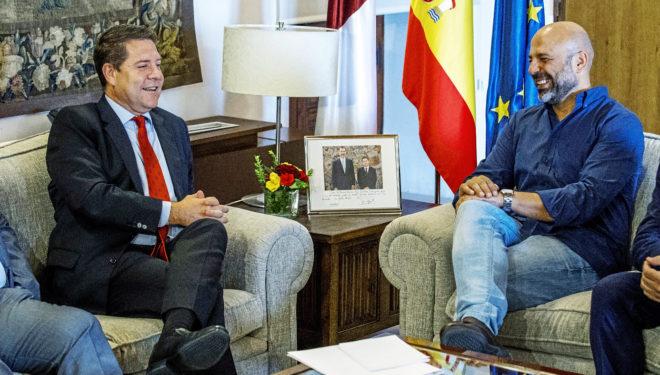 Emiliano García-Page con el secretario general de Podemos en la región, José García Molina.