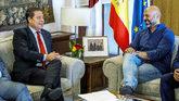 Emiliano García-Page con el secretario general de Podemos en la...