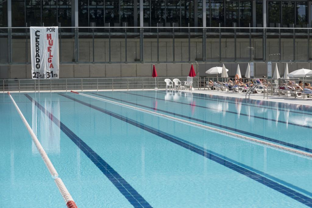 Tercer d a de cierre de las piscinas de vitoria por la for Piscinas vitoria