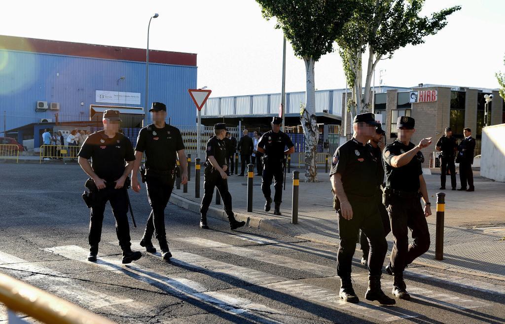 Miembros de las Fuerzas de Seguridad en los alrededores de la...