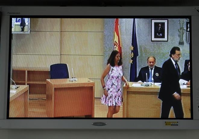 Rajoy abandona la sala de la Audiencia Nacional tras declarar como...