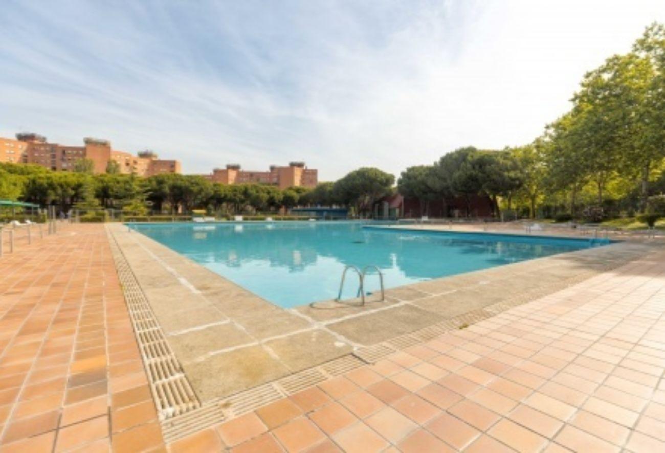 Madrid suena bailes en la piscina metropoli otros for Piscina francos rodriguez